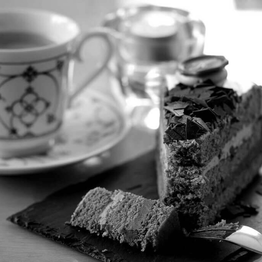 coffee-cake-1920-bw